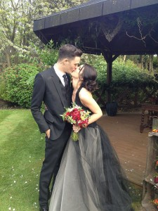 Shenae Grimes got  black Vera Wang gown.